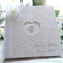 livre d'or avec orchidée blanche
