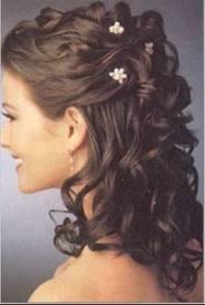 coiffure mariage réhaussée de pics à cheveux