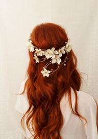 coiffure de mariage avec couronne de fleurs